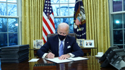 U.S. President Joe Biden signs executive orders in the Oval Office of the White House in Washington, after his inauguration as the 46th President of the United States, U.S., January 20, 2021. - REUTERS/Tom Brenner TPX IMAGES OF THE DAY